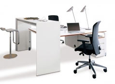 brugtafel wit en bureau