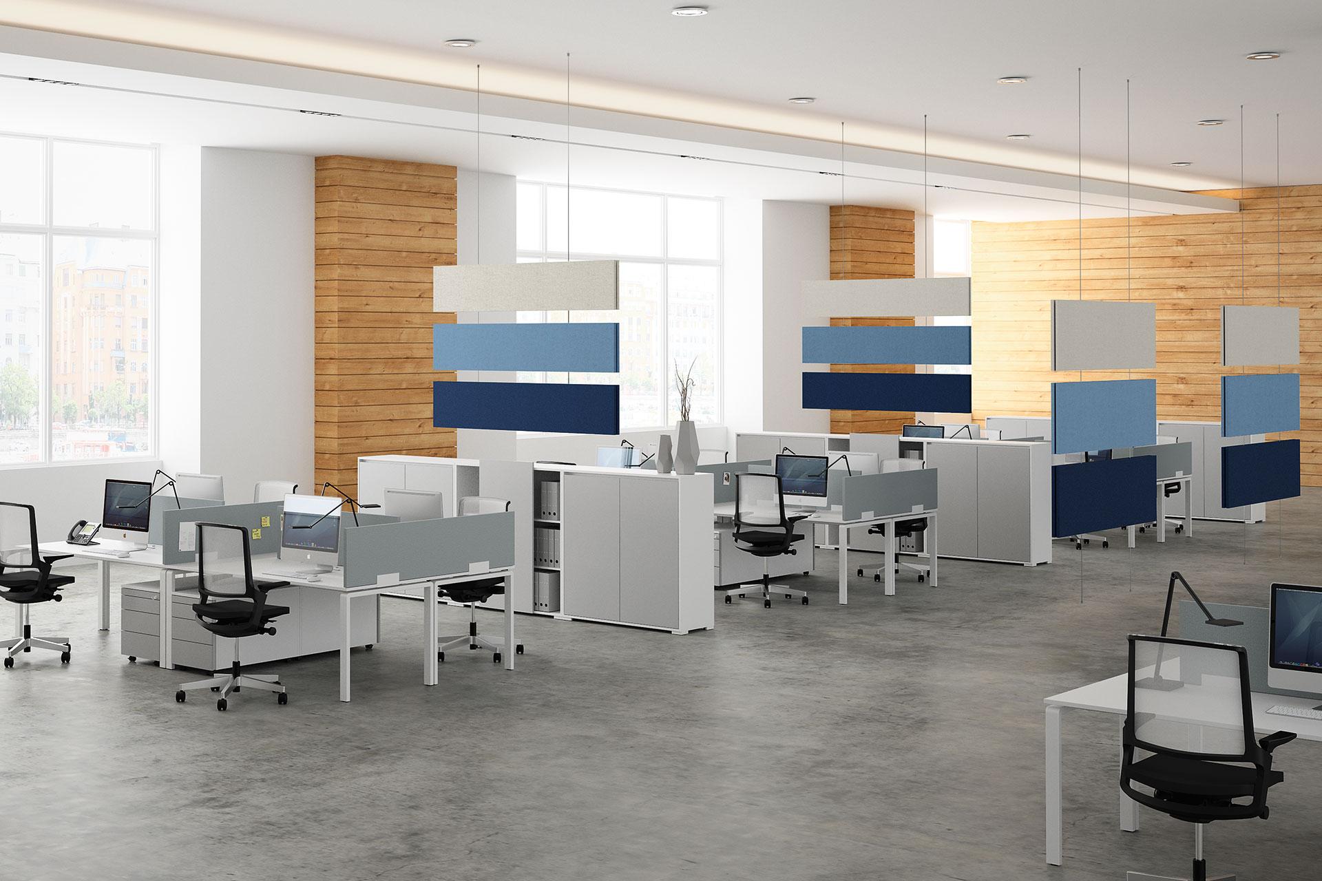 Dit is een kantoor met kantoormeubilair en baffels