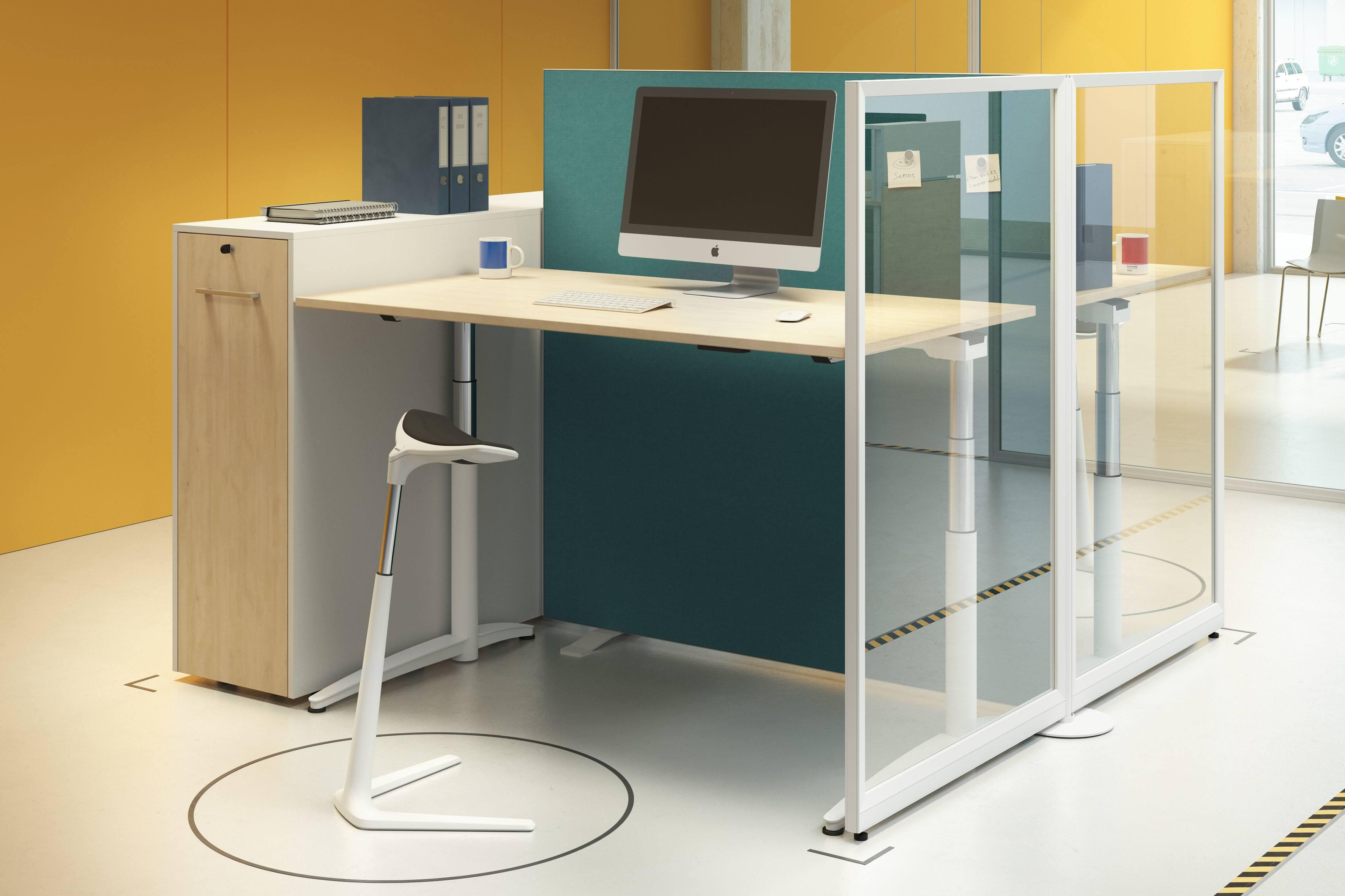 Palmberg zit-sta bureau met scheidingswand